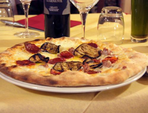 Pizza con melanzane e salamino piccante